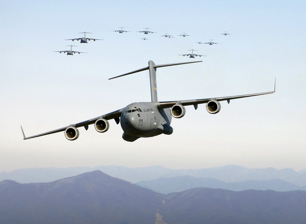 Duża ilość samolotów w powietrzu