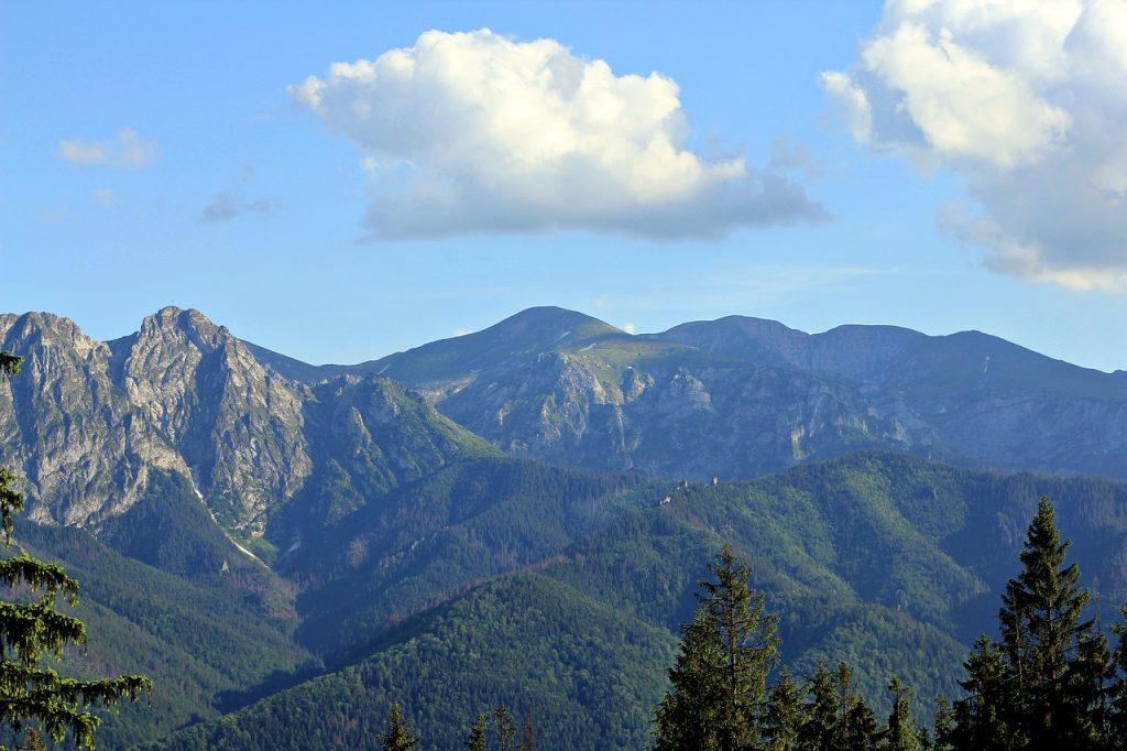Dlaczego warto wynająć apartament na wakacje w górach?