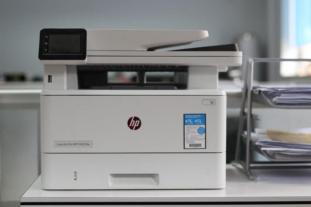 Poleganie na usługach wynajmu sprzętu drukującego
